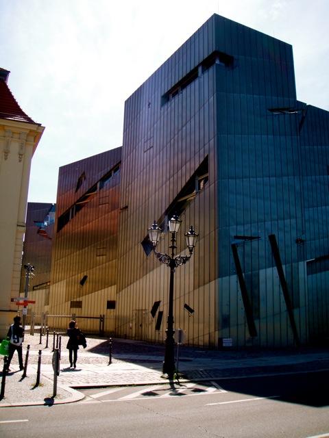 Impressionante tanto o prédio quanto o conteúdo