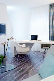 nhow_room_desk
