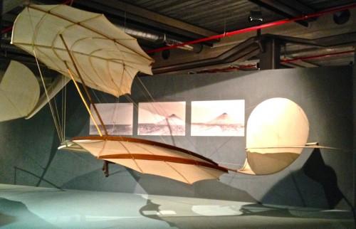 Máquinas de voar (tem um montão de modelos, mas nada sobre Santos Dumont).