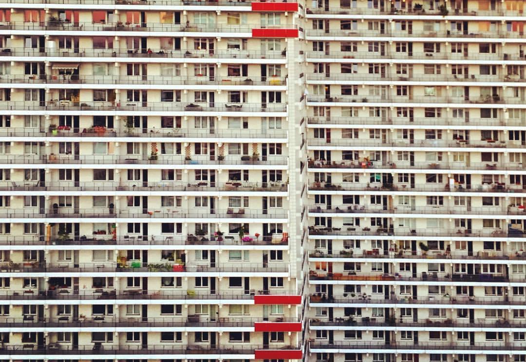 2. Aqui temos o exemplo oposto do prédio anterior, o que deixa claro que cada um pode ser bonito de um jeito diferente.