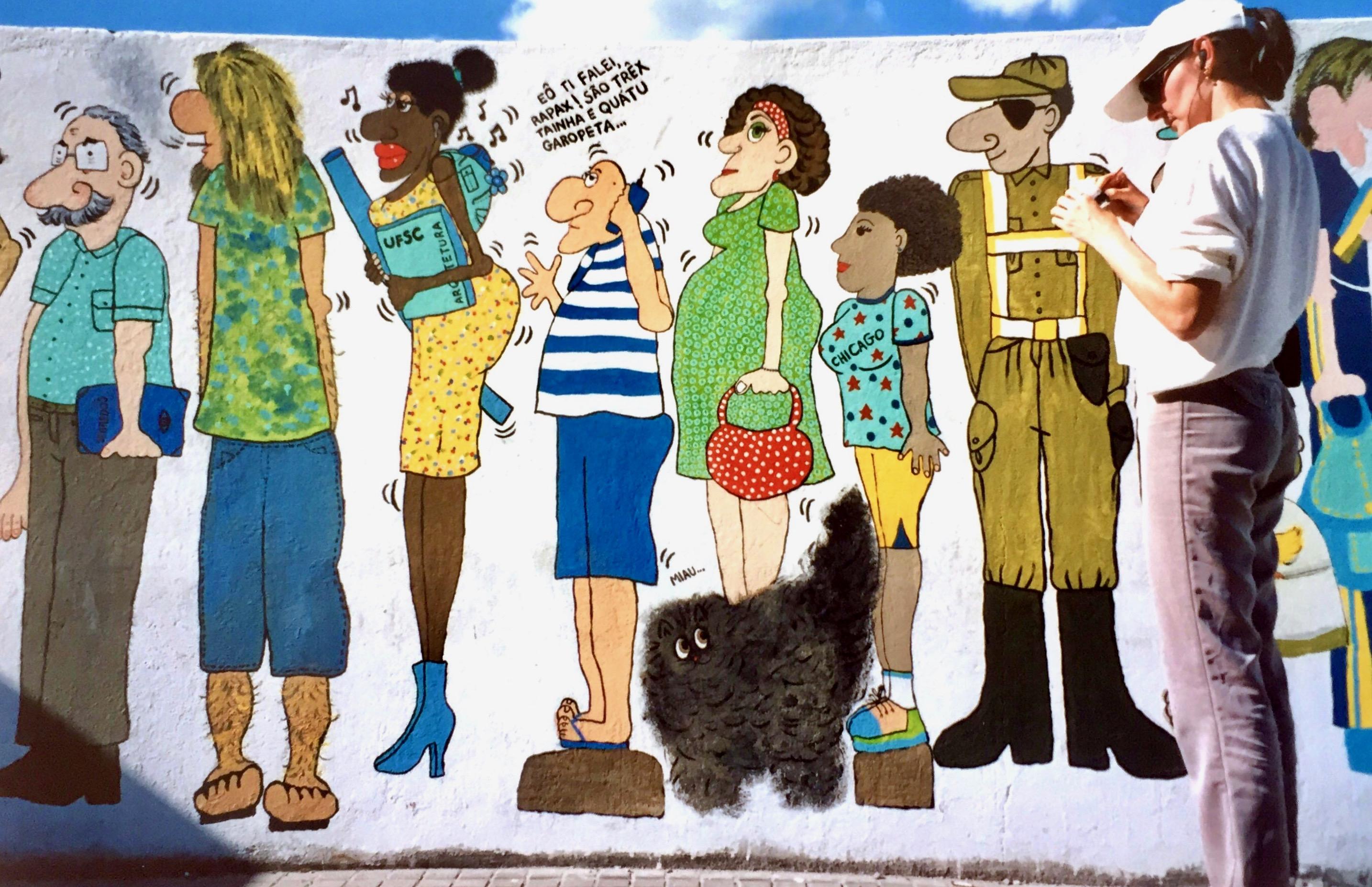 #paracegover A imagem mostra uma estudante de arquitetura, um torcedor do Avaí, uma mulher segurando uma bolsa vermelha, minha professora de ginástica, a Cida e um policial militar. Um gato peludo (o Heitor) também aparece.