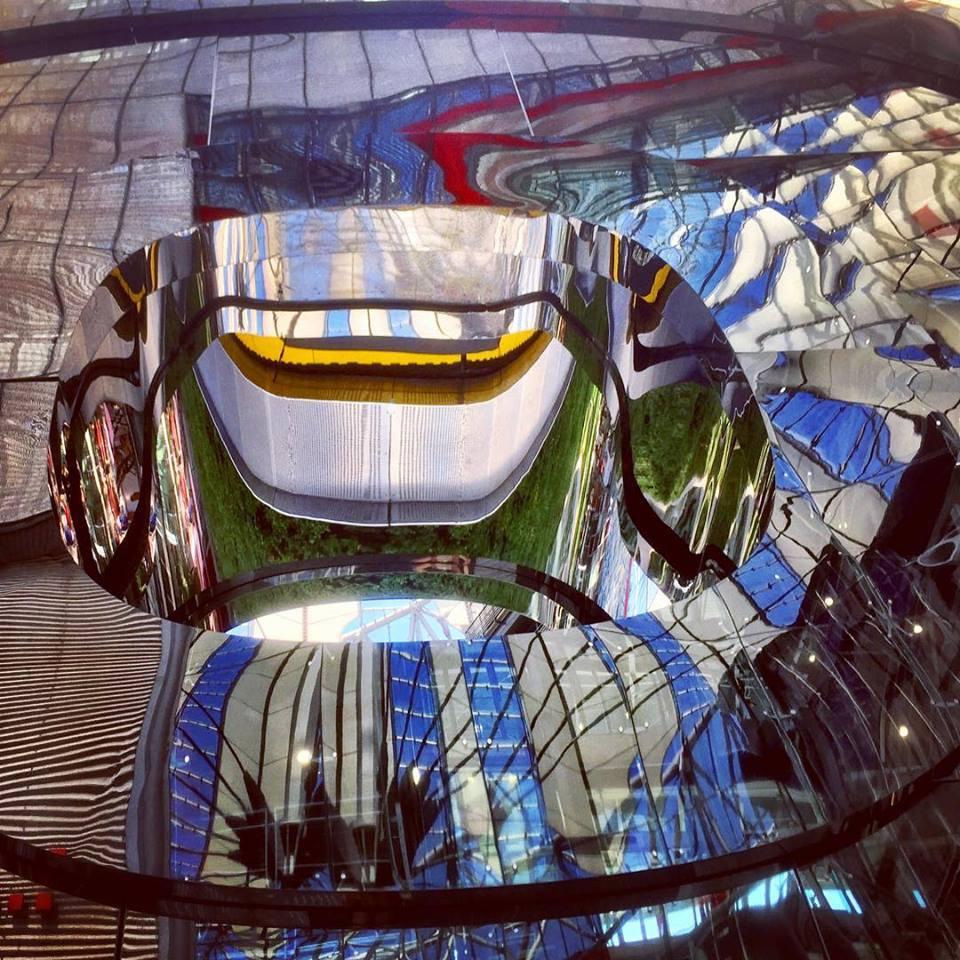 #paracegover Descrição para deficientes visuais: a imagem mostra reflexos de uma instalação de arte nos vidros dos prédios do Sony Center, na Potsdamerplatz. — at SONY Center Berlin am Potsdamer Platz.